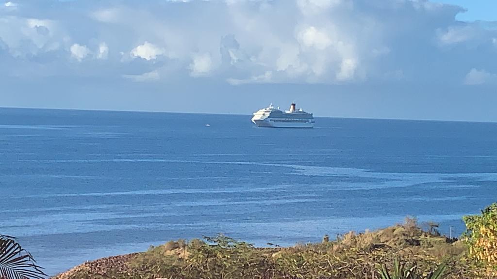 Le Costa Magica est au large de la Martinique