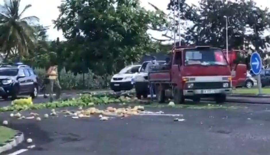 Les agriculteurs manifestent après l'annonce de la fermeture des marchés