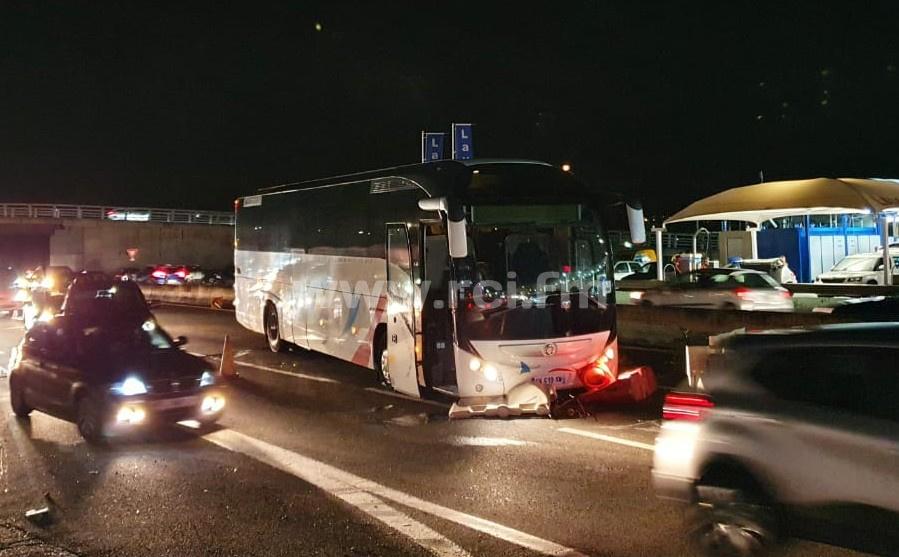 Bus dégradé par les militants sur l'autoroute : le transporteur porte plainte