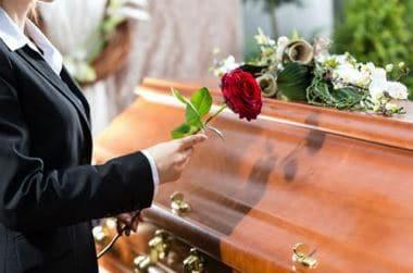 Coronavirus : des défunts enterrés rapidement, par précaution
