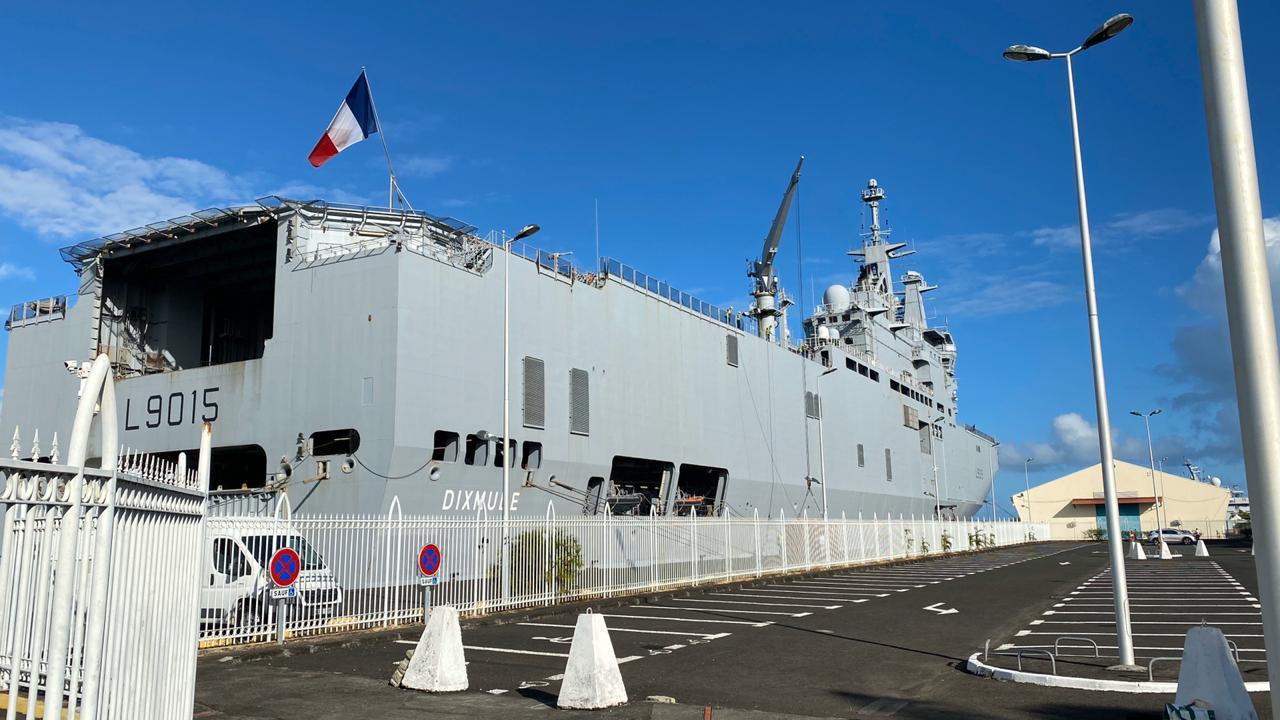 Le porte-hélicoptères Dixmude est en Guadeloupe
