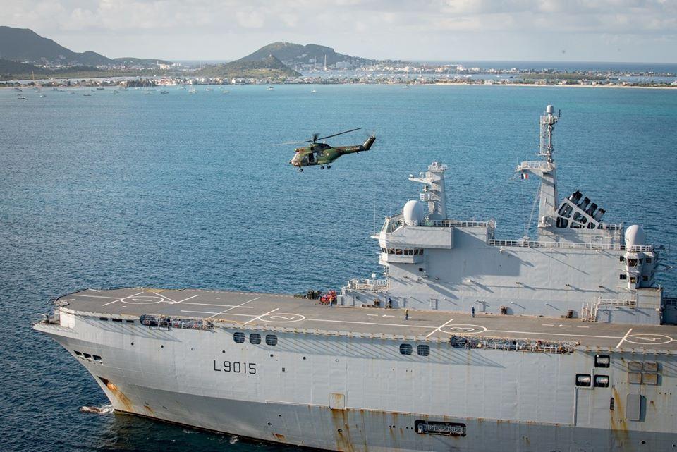 Le porte-hélicoptères Dixmude se positionne à proximité de la Guadeloupe