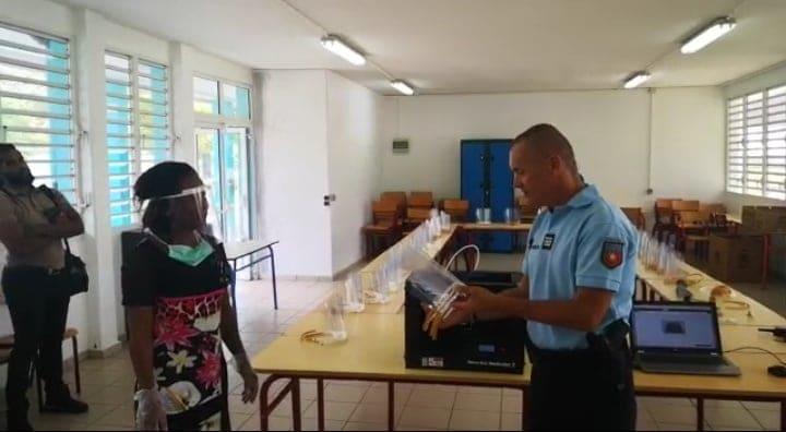 Le Lycée Louis Delgrès offre des masques de protection à la gendarmerie