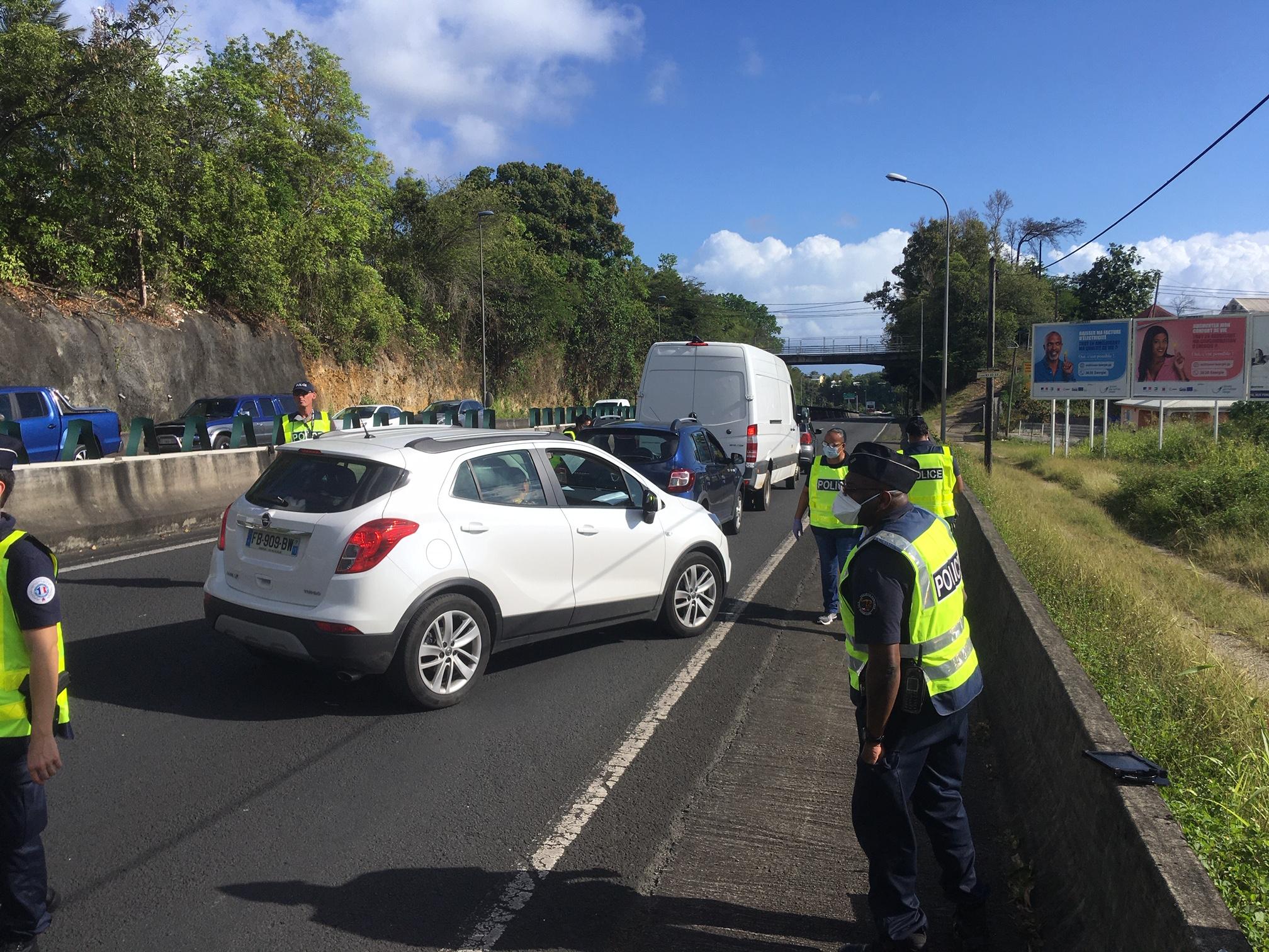 Plus de 700 véhicules contrôlés à Pointe-à-Pitre et 25 verbalisations