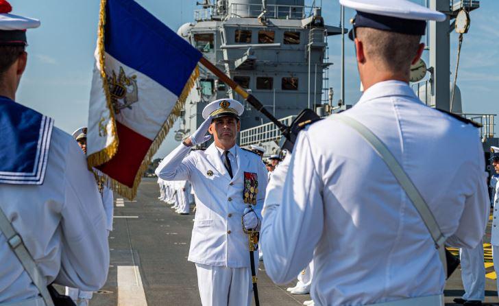 """""""Le personnel qui sera déployé à terre sera testé préalablement"""", assure le commandant du Dixmude"""