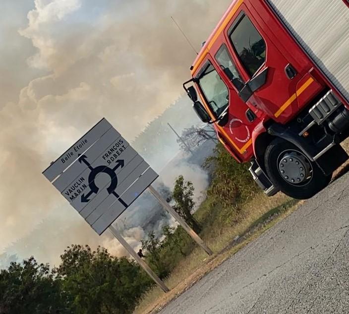 Un feu de broussailles maîtrisé par les pompiers au Vauclin