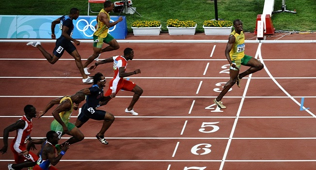 La distanciation sociale selon Usain Bolt fait fureur