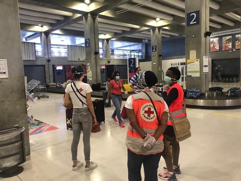 Contrôles sanitaires renforcés à l'aéroport Pôle Caraïbes