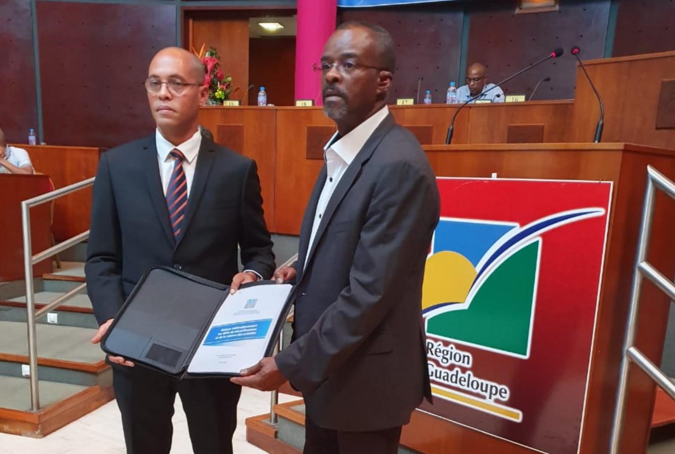 Le rapport CESER remis officiellement au président de Région