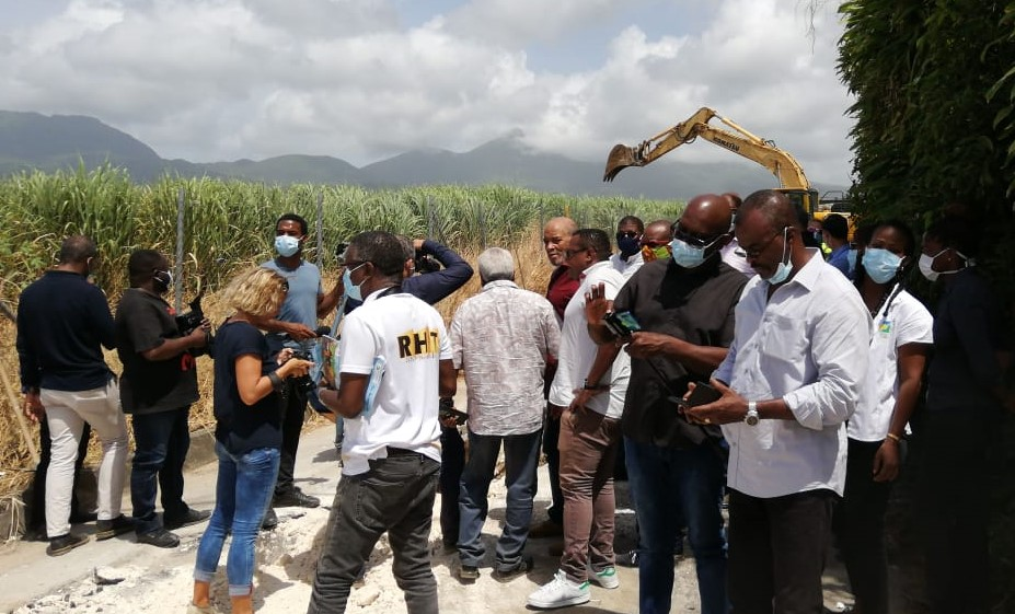 Fuites d'eau : Ary Chalus visite plusieurs chantiers