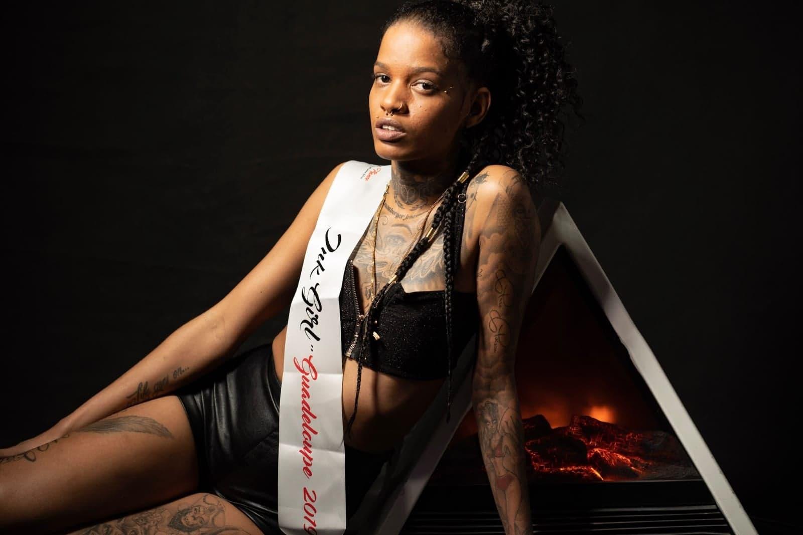 Une guadeloupéenne au concours national de la plus belle femme tatouée