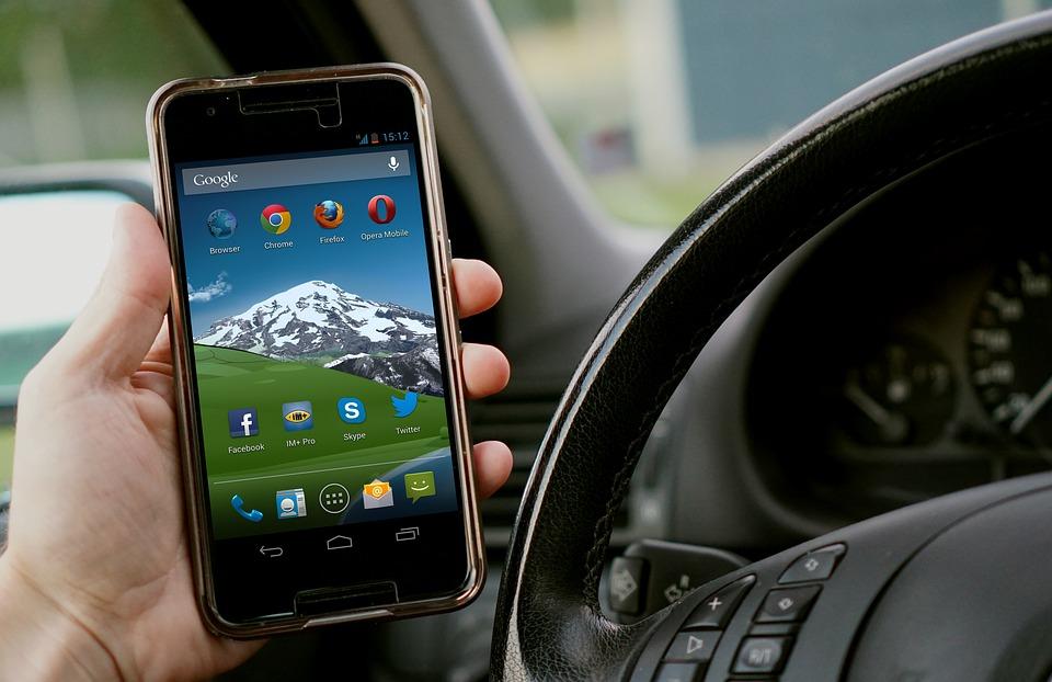 Téléphone au volant : le permis retenu automatiquement