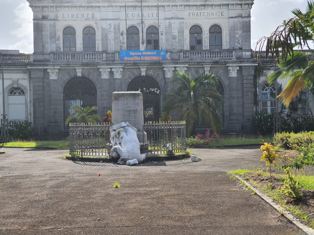 Deux statues de Victor Shcoelcher ont été détruites ce 22 mé 2020