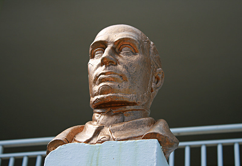 La statue de Schœlcher à Vieux-Habitants dégradée