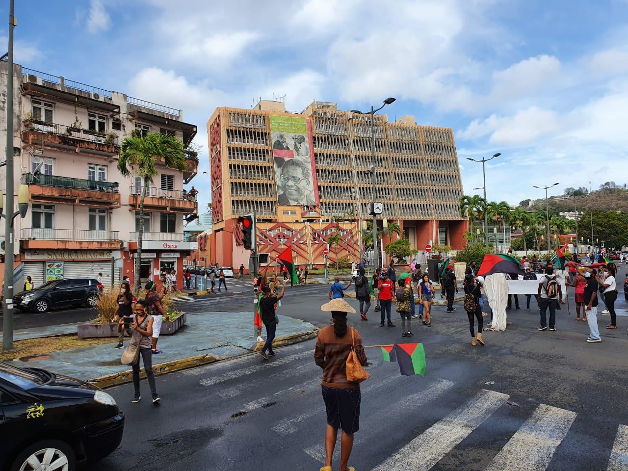 """Les soutiens des """"7 d'Océanis"""" manifestent à Fort-de-France"""