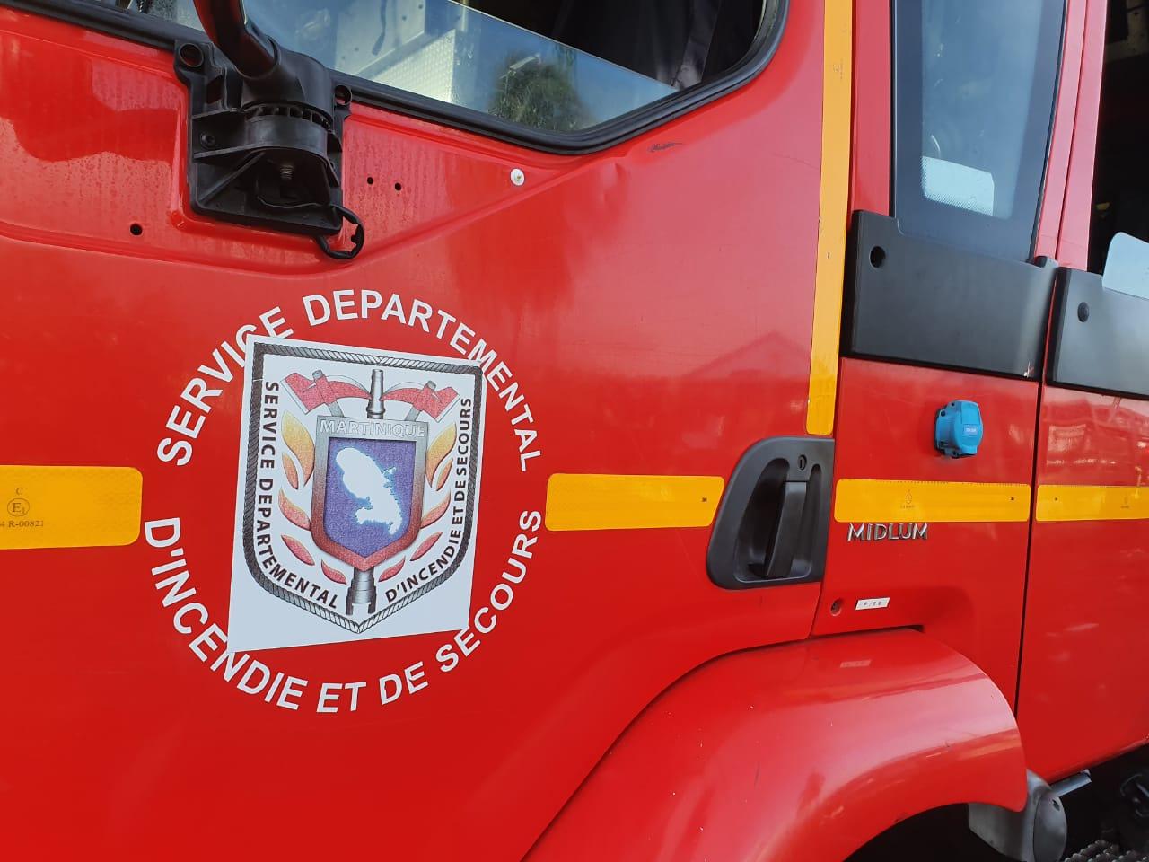 Une maison détruite par les flammes au Saint Esprit