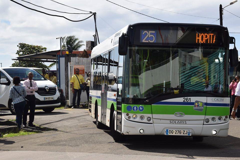 MOZAIK : quatre lignes de bus à l'arrêt