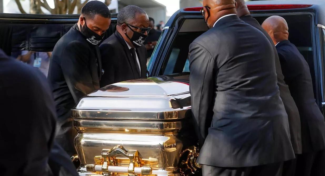 L'Amérique enterre George Floyd, érigé en martyr des violences policières et racistes