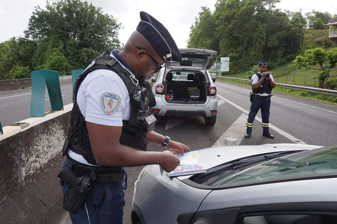 Contrôles de police aux Abymes : 11 infractions relevées en 1h30