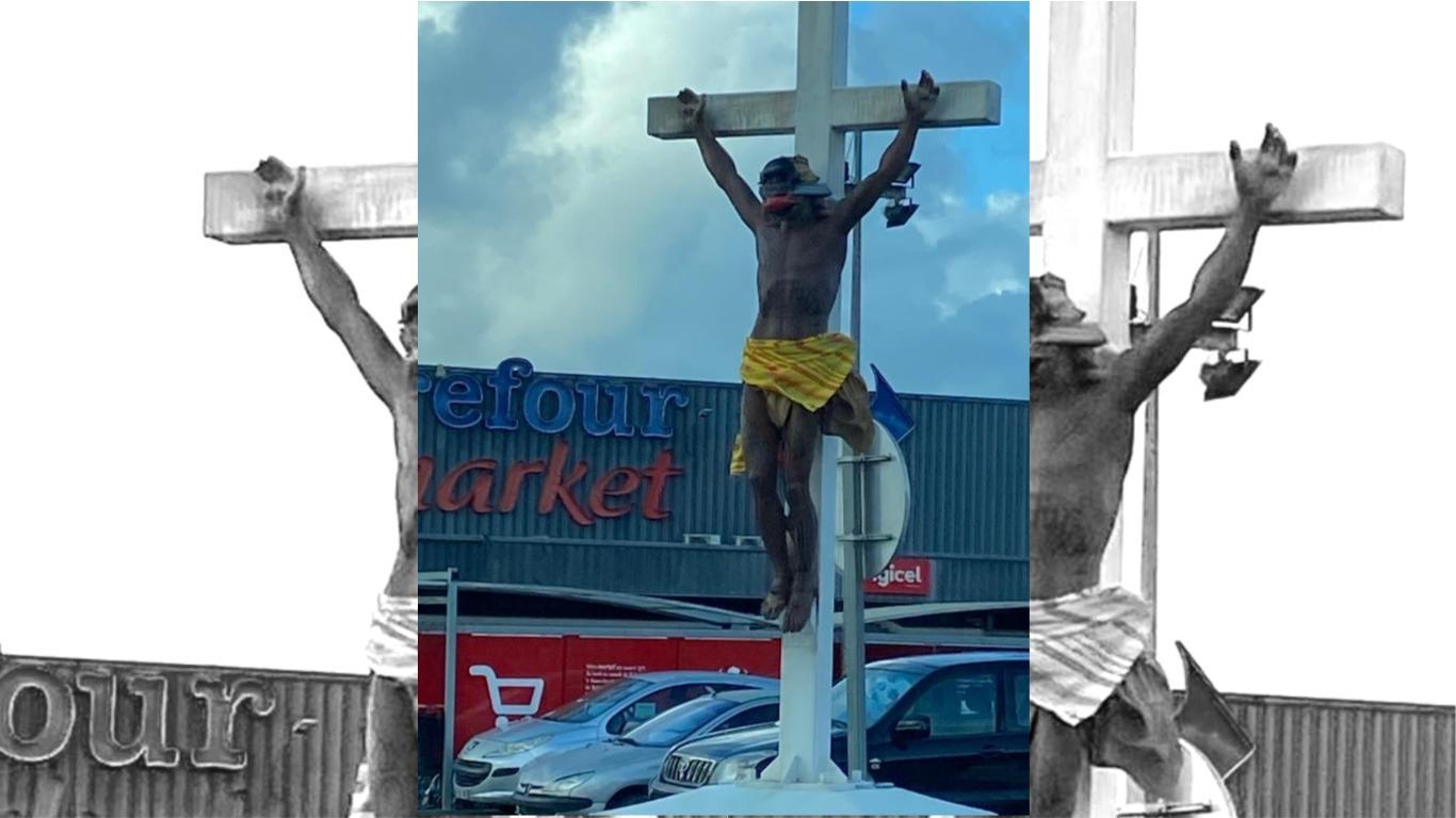 Une statue du Christ vandalisée à Rivière-Salée