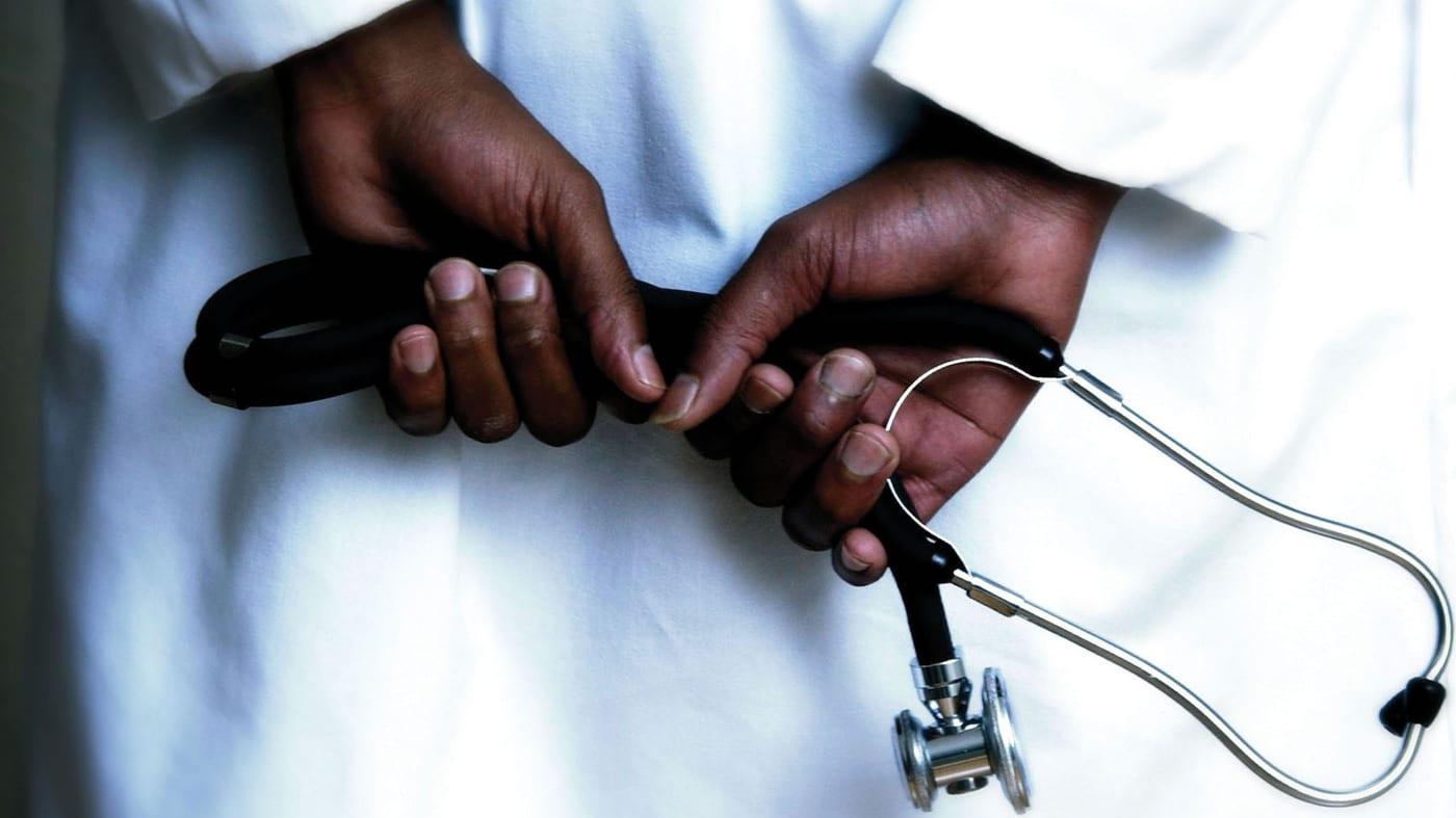 Des médecins noirs pour des patients noirs, la LICRA monte au créneau