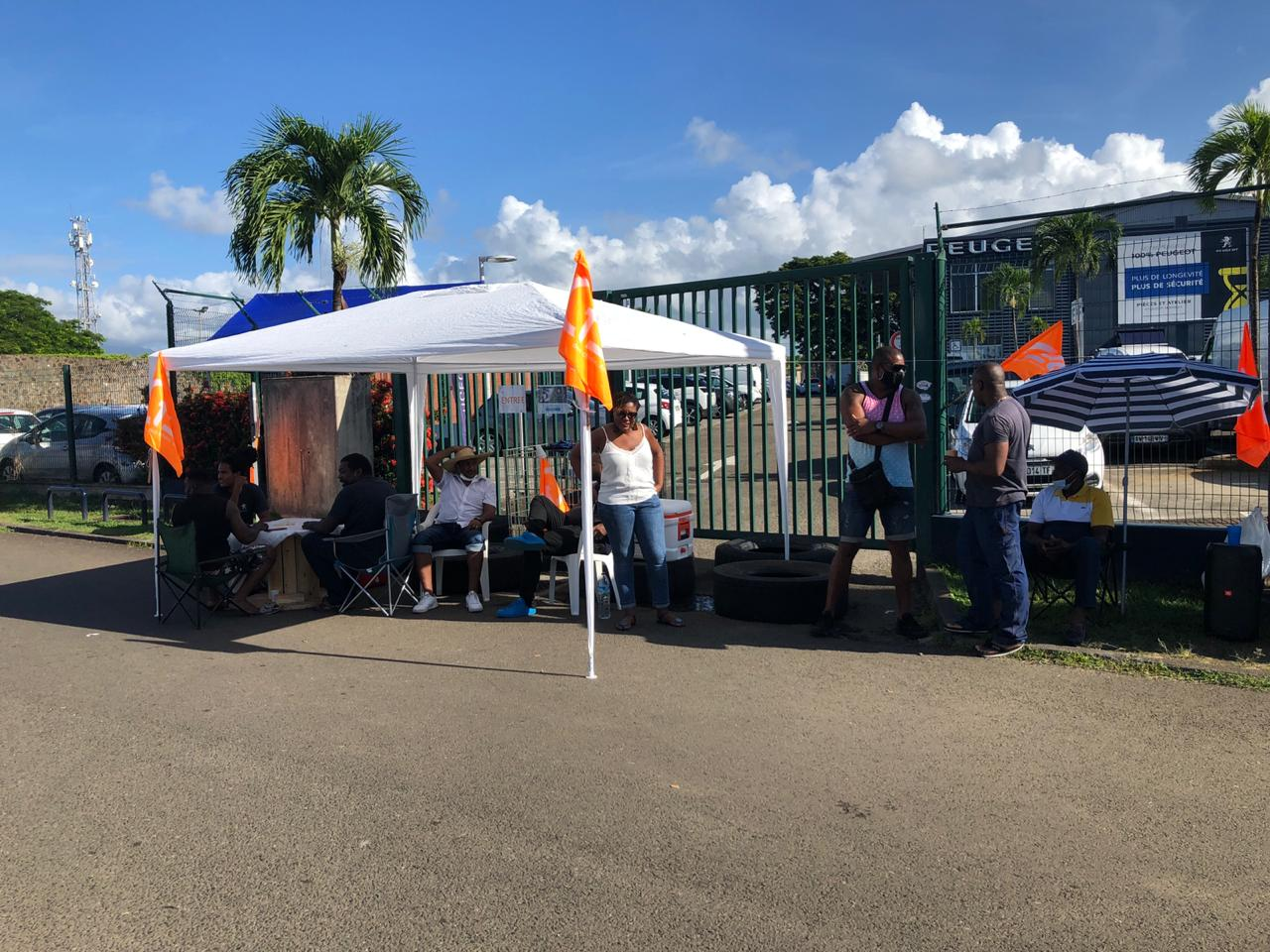 Grève à Peugeot : le tribunal ordonne la levée des barrages