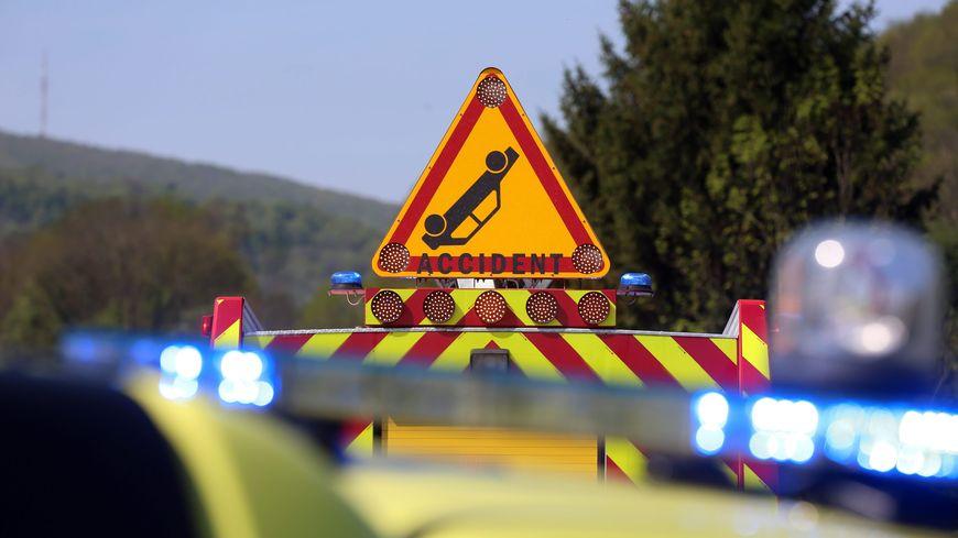 Accident à Marie-Galante : un adolescent coincé sous une voiture