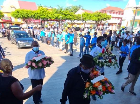 Hommage lors des funérailles d'Ali Ouana au Moule