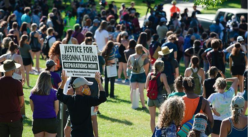 Etats-Unis : les policiers qui ont tué Breonna Taylor ne sont pas poursuivis pour homicide