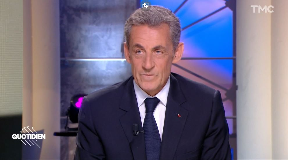 """""""Singe"""" et """"nègres"""" : Nicolas Sarkozy crée le malaise sur le plateau de Quotidien"""