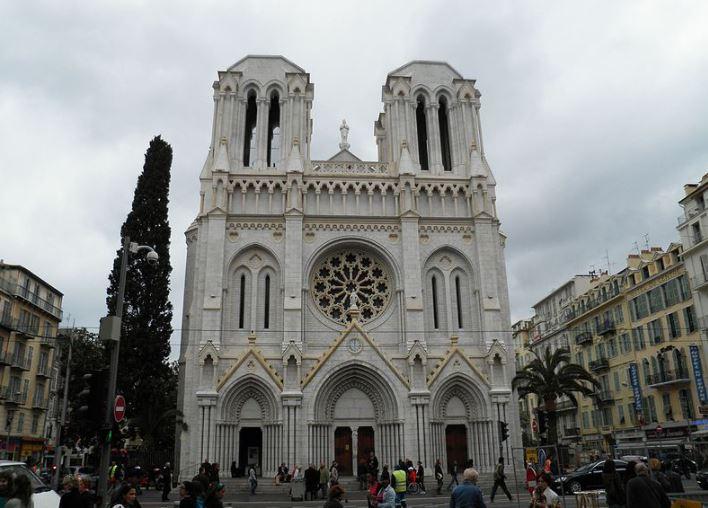 Terrorisme : une attaque au couteau fait trois morts dans une église de Nice