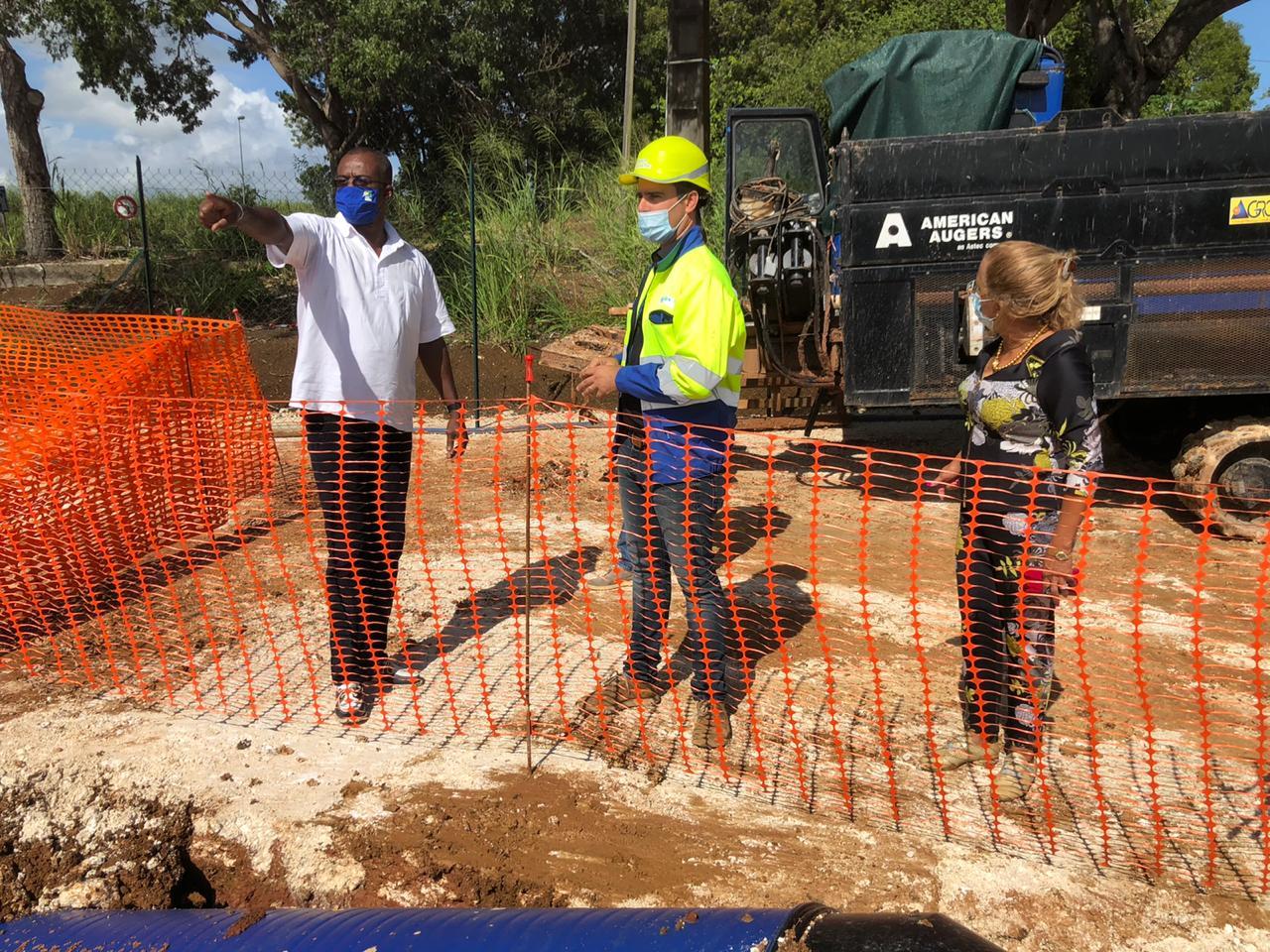 Ary Chalus visite des chantiers de rénovation de canalisations à Baie-Mahault et au Gosier