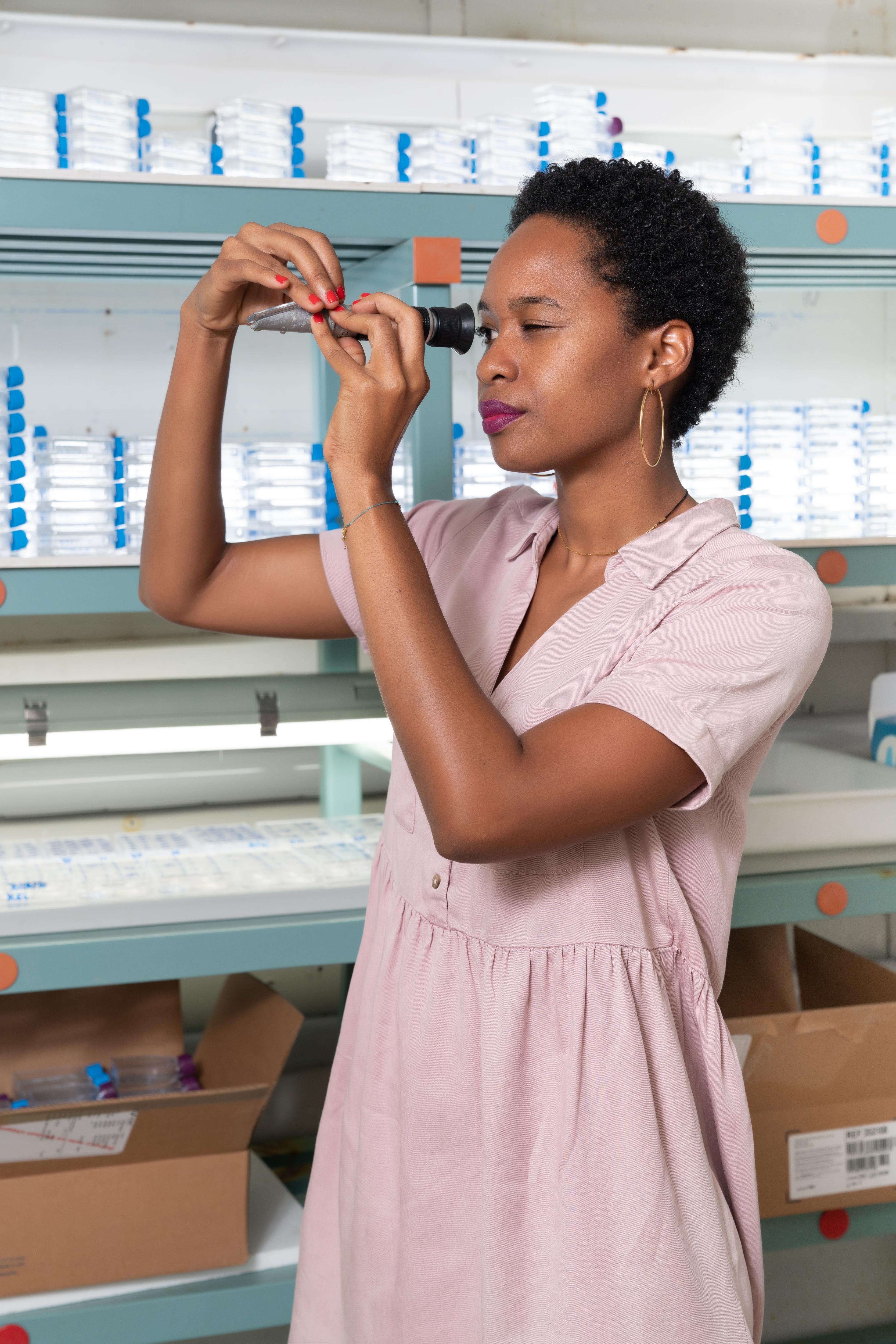 Une jeune chercheuse lauréate de la bourse L'Oréal