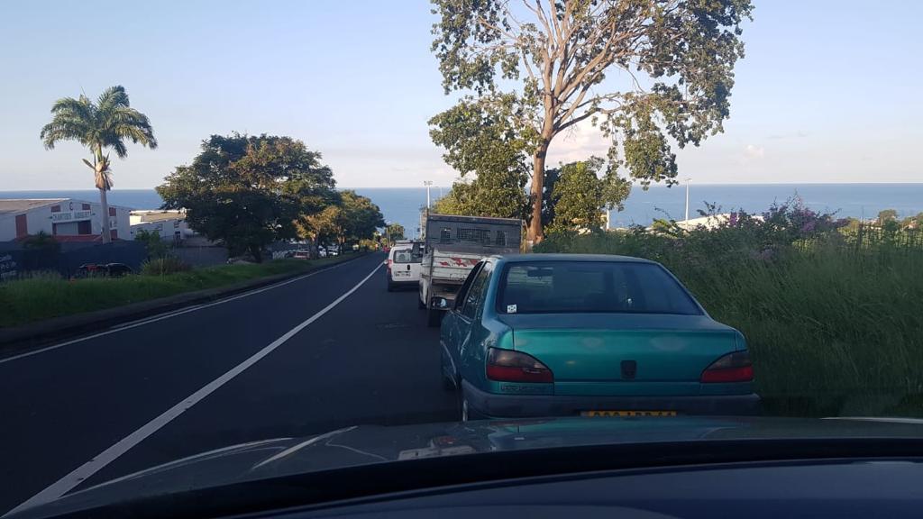 Grève Nicollin Antilles : la circulation toujours bloquée dans le Sud Basse-Terre