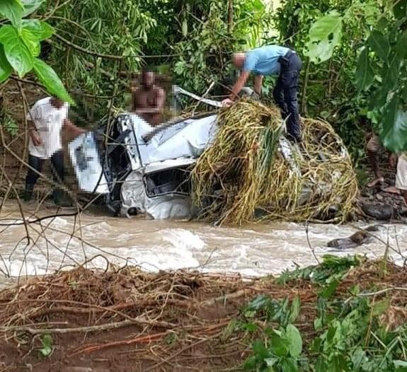 Les gendarmes cherchent toujours l'automobiliste emporté par la rivière à Bezaudin