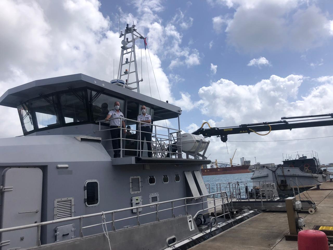 Le chaland multi-missions Luciole vient enrichir la base navale de Fort-de-France