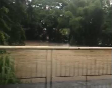 Une ambulance privée emportée par les eaux à la Boucan