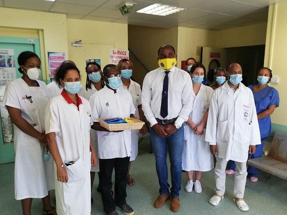 Le Lions Club remet des masques au service diabétologie du CHU