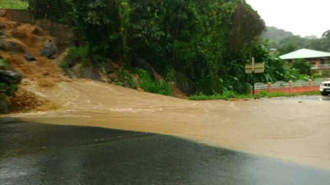 Un important glissement de terrain bloque la RN1 à Salé