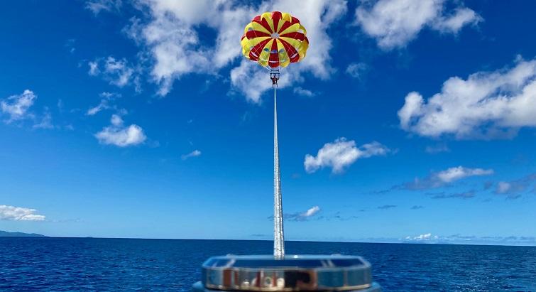 Le parachute ascensionnel, nouvelle activité contemplative à Port-Louis