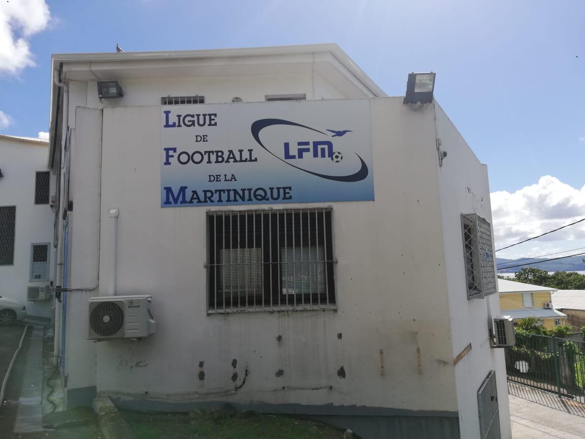 Football : la ligue envisage de mettre fin aux compétitions pour cette saison