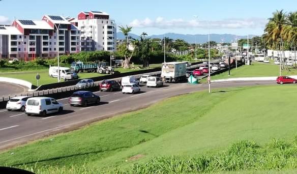 Embouteillage monstre à cause d'un véhicule en panne sur la RN1