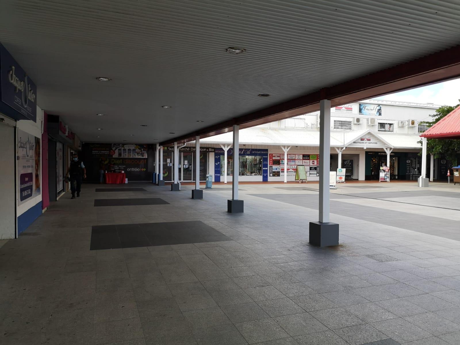Les gendarmes mobilisés au centre commercial de Cluny