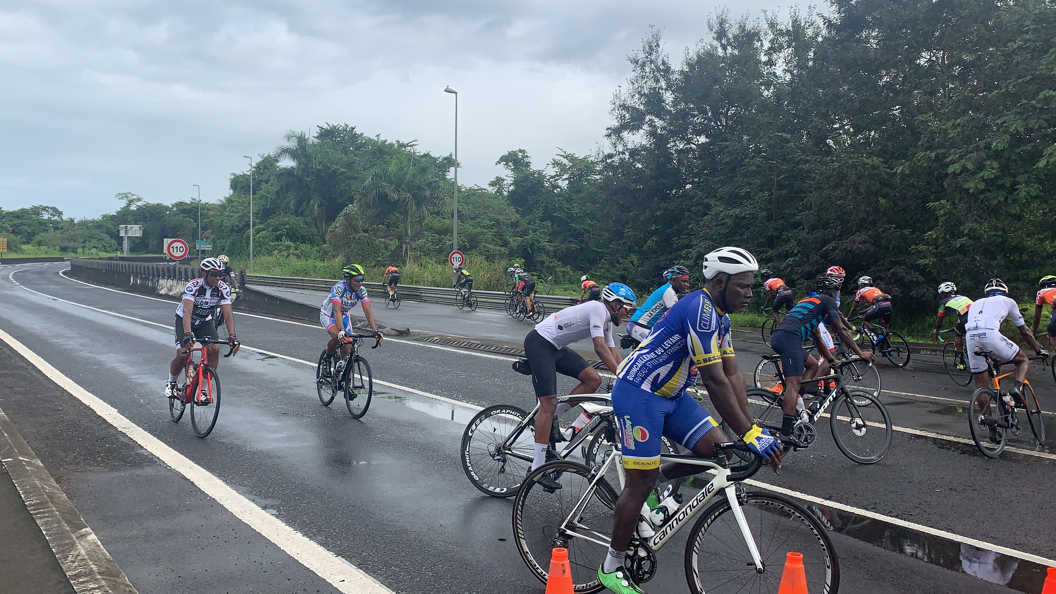 Pont de l'Alliance réservé aux cyclistes : succès pour la première de cette opération