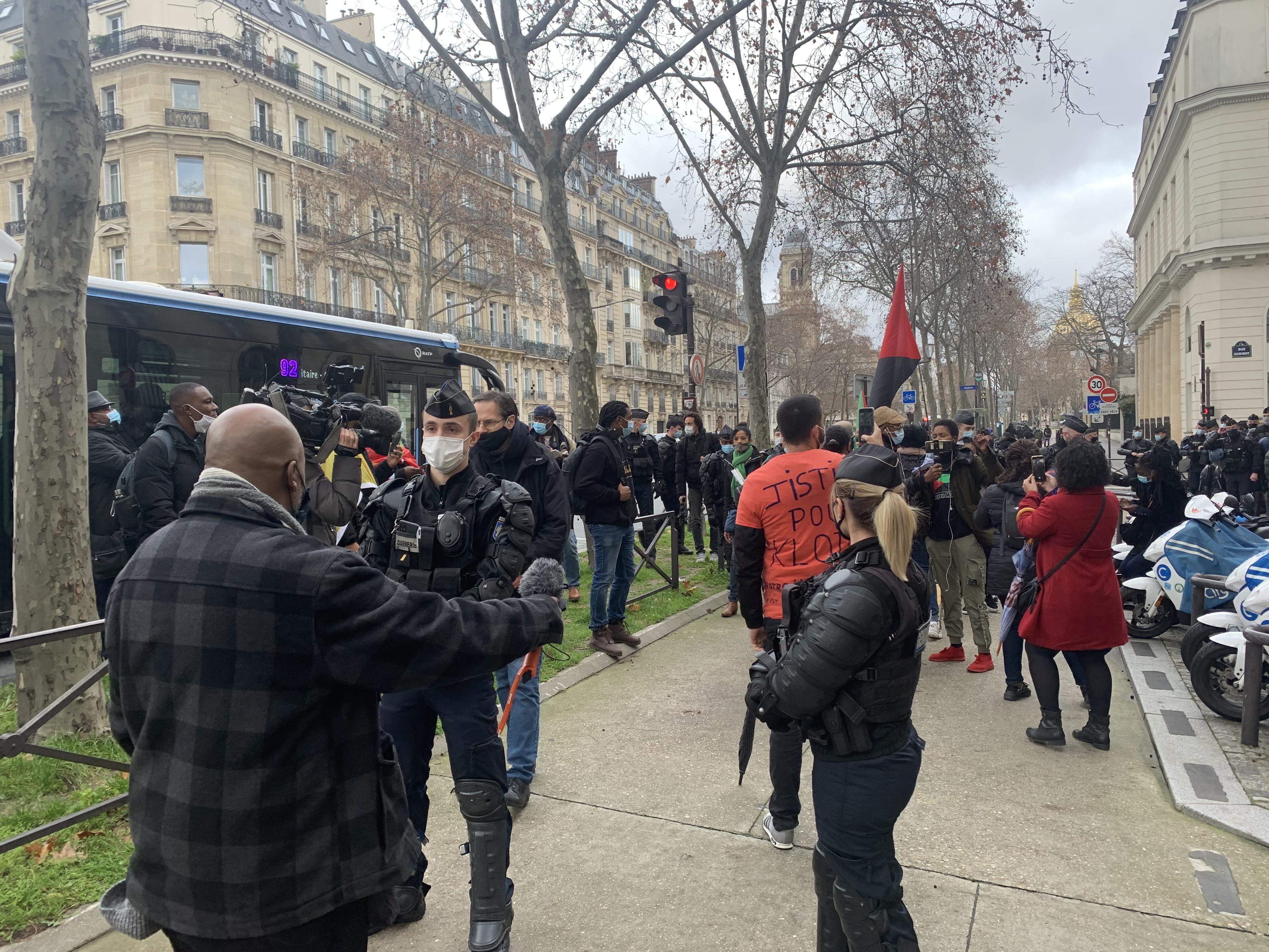 Paris : un meeting d'associations d'Outre-mer empêché par les forces de l'ordre