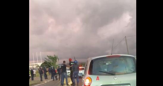 Une mobilisation devant le centre de courrier de Mangot Vulcin provoque d'importants embouteillages