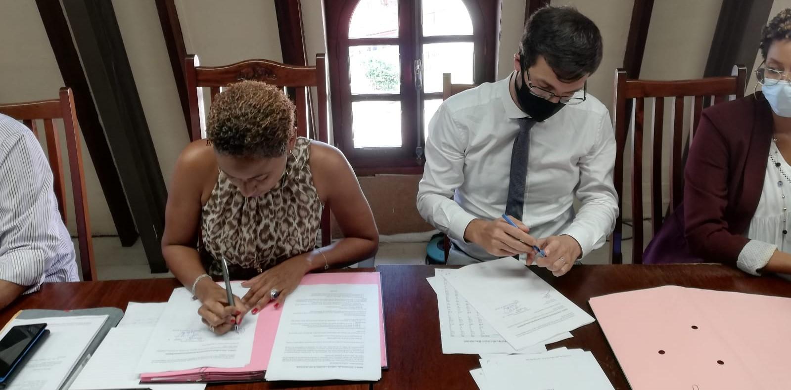 La ville de Ducos signe une convention avec l'Agence française de développement