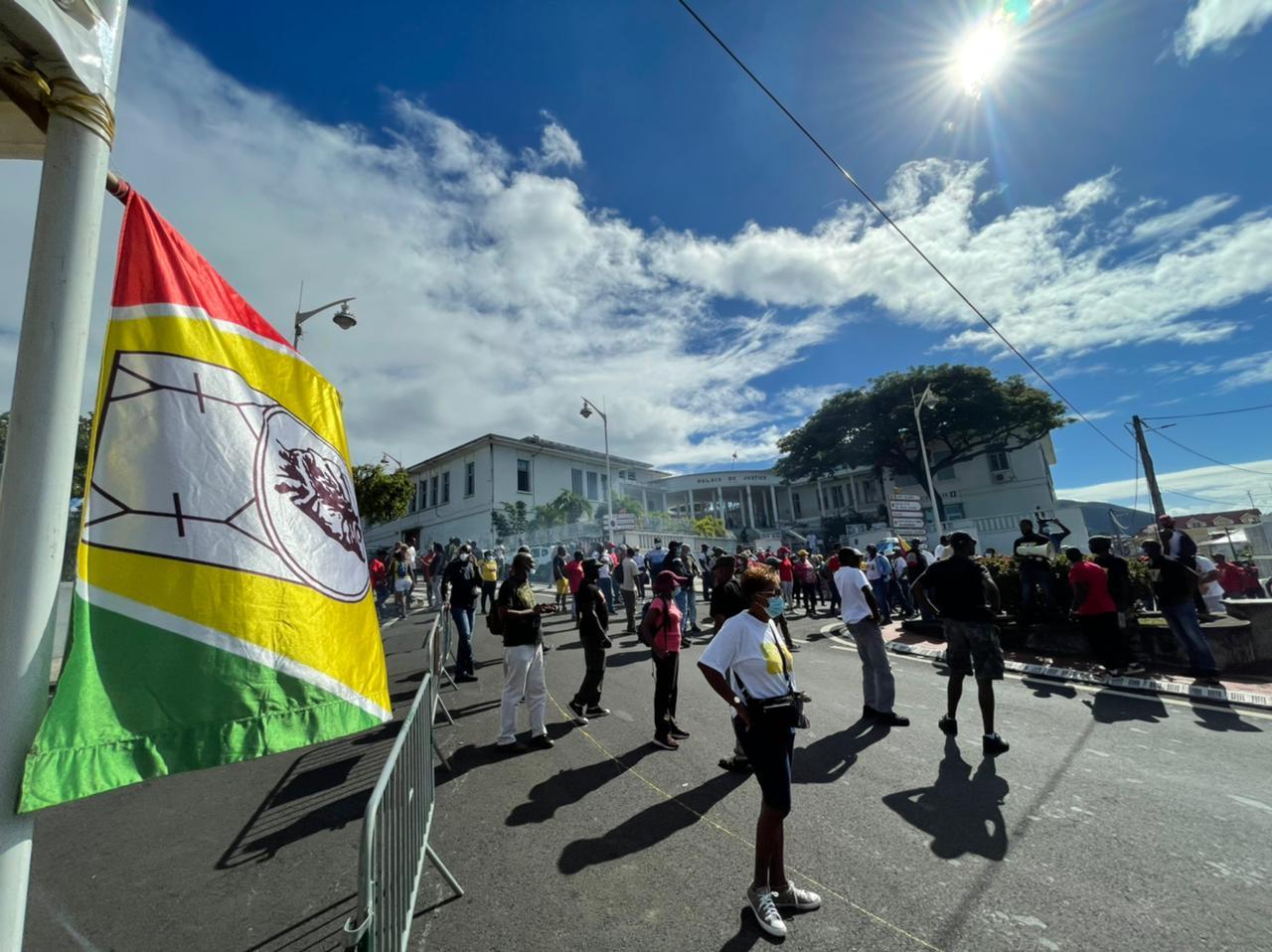 Plusieurs centaines de personnes mobilisées à Basse-Terre à l'appel de l'UGTG