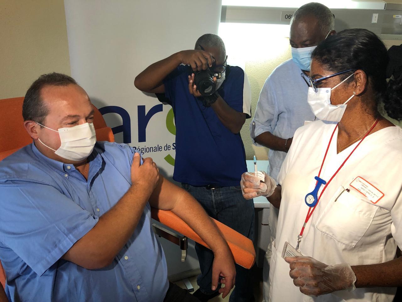 La vaccination contre la Covid-19 débute pour les plus de 75 ans et les personnes fragiles