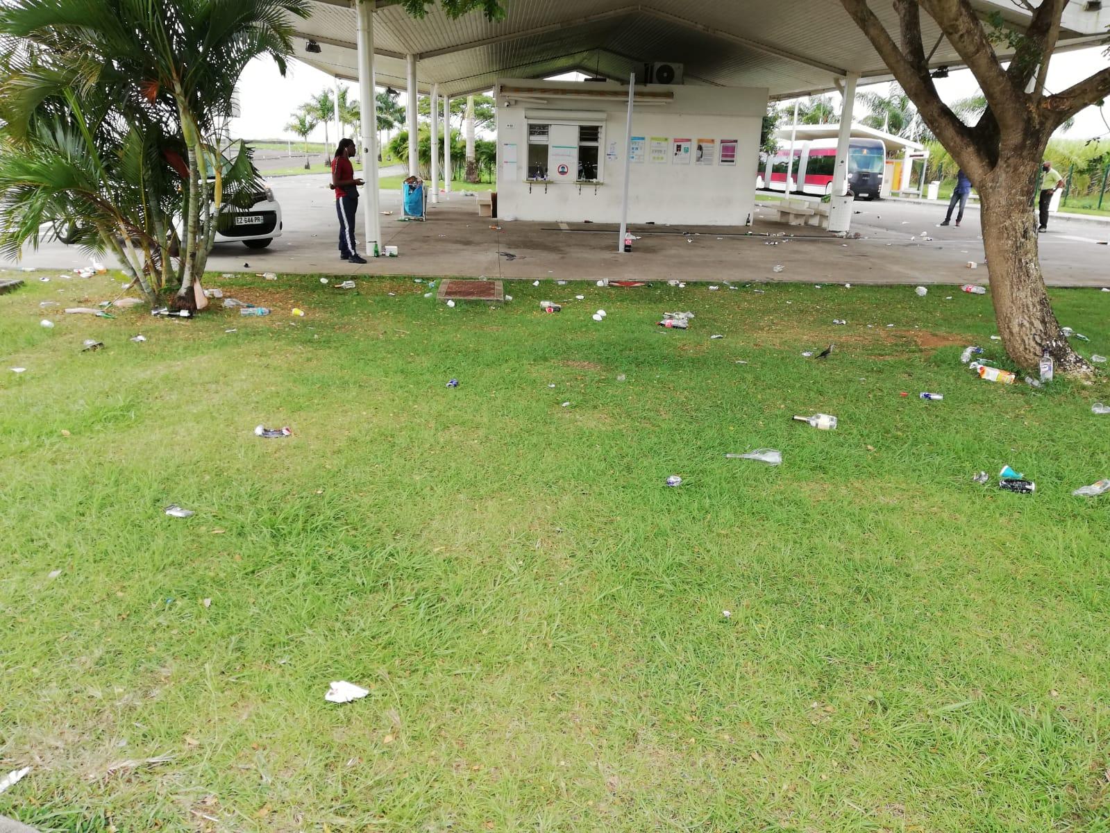 Des munitions, des bouteilles, des préservatifs : la gare de Carrère souillée par des fêtards